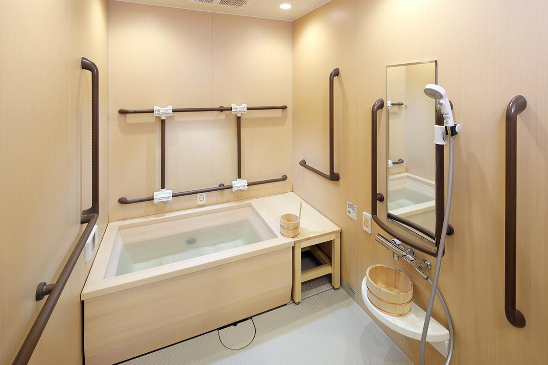 ボンセジュール国立弐番館(介護付有料老人ホーム(一般型特定施設入居者生活介護))の画像(9)檜風呂