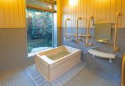 SOMPOケア ラヴィーレ千葉椿森(介護付有料老人ホーム)の画像(5)浴室(檜風呂です)