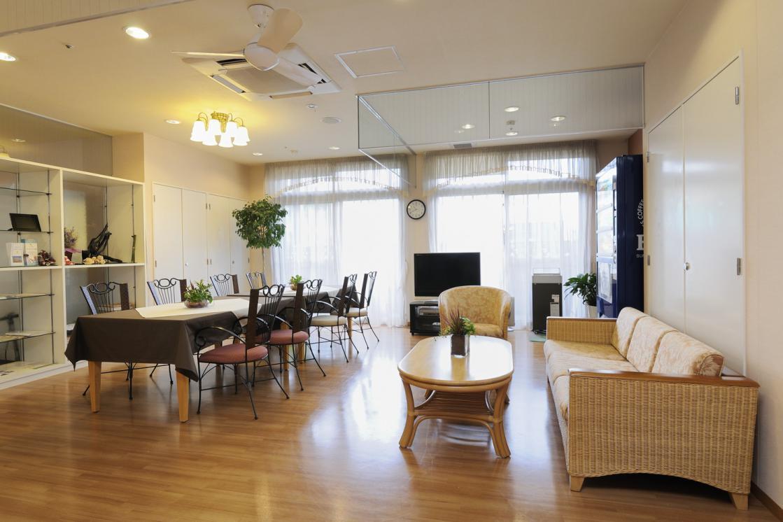メディカル・リハビリホームボンセジュール千葉(介護付有料老人ホーム(一般型特定施設入居者生活介護))の画像(4)1F ラウンジ