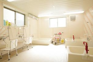 イリーゼ千葉新宿(住宅型有料老人ホーム)の画像(2)浴室