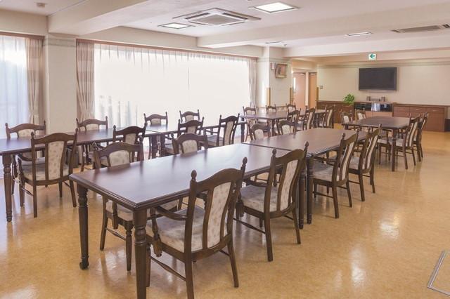 ニチイホーム西国分寺(介護付有料老人ホーム)の画像(3)食堂ラウンジ