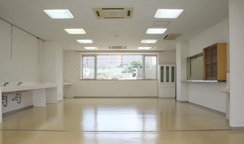 さくらロイヤルホーム千葉末広(住宅型有料老人ホーム)の画像(3)多目的ホール兼食堂
