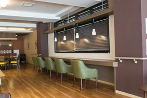 イリーゼ立川(介護付有料老人ホーム(一般型特定施設入居者生活介護))の画像(3)カフェコーナー