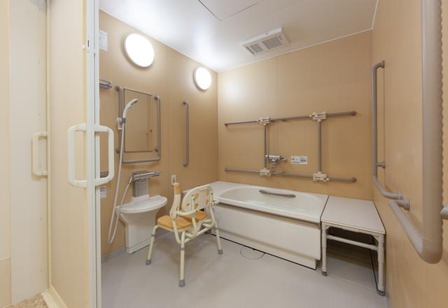 アズハイム千葉幕張(介護付有料老人ホーム)の画像(8)浴室