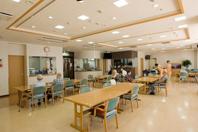 シルバービレッジ八王子西(介護付有料老人ホーム)の画像(3)食堂のご様子