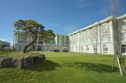 舞浜倶楽部新浦安フォーラム(介護付有料老人ホーム)の画像(1)中庭からの外観