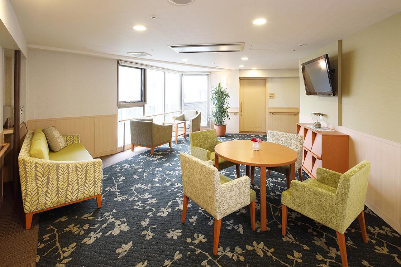 グランダ松原・世田谷(介護付有料老人ホーム(一般型特定施設入居者生活介護))の画像(5)2階 談話スペース