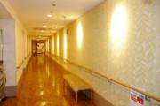 メディカルホームくらら調布(介護付有料老人ホーム(一般型特定施設入居者生活介護))の画像(7)1F 廊下