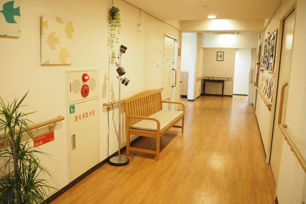 メディカル・リハビリホームくらら京王東府中(介護付有料老人ホーム(一般型特定施設入居者生活介護))の画像(8)1F 廊下