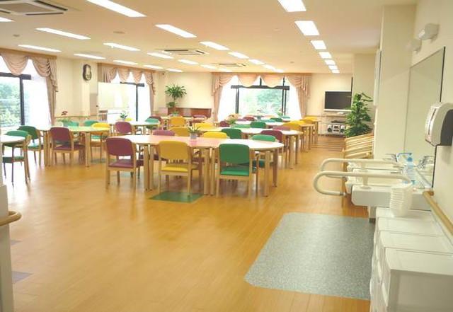 家族の家ひまわり聖蹟桜ヶ丘(介護付有料老人ホーム)の画像(3)食堂