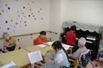 ベストライフ多摩センター(介護付有料老人ホーム)の画像(15)ピアノ演奏