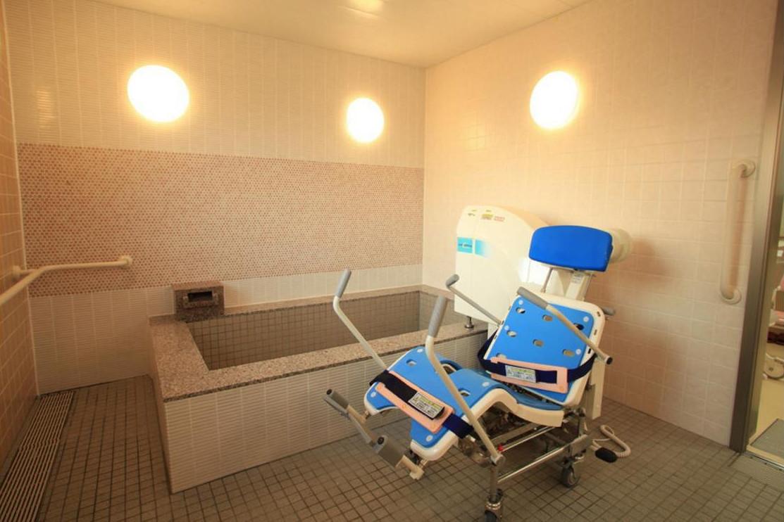 リハビリホームグランダ玉川学園(介護付有料老人ホーム(一般型特定施設入居者生活介護))の画像(9)1F 浴室