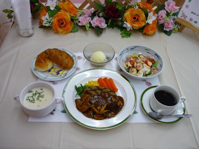 ベストライフ昭島(介護付有料老人ホーム)の画像(8)イベント食