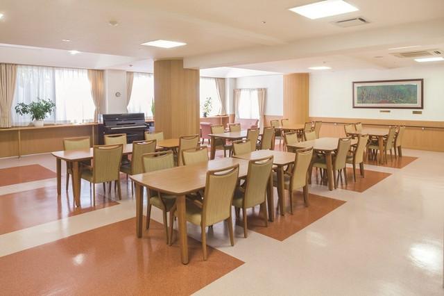 ニチイホーム稲城(介護付有料老人ホーム)の画像(9)食堂①