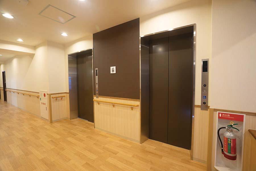 イリーゼ狭山・富士見(介護付有料老人ホーム)の画像(9)エレベーターホール
