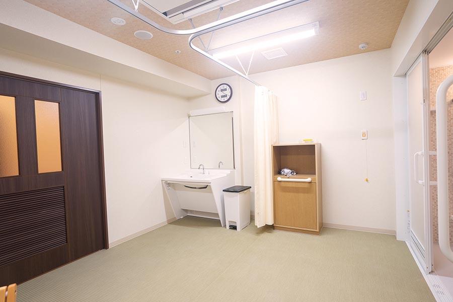 イリーゼ狭山・富士見(介護付有料老人ホーム)の画像(12)1階浴室脱衣所