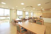 まどか東伏見(1F リビングルーム兼食堂兼機能訓練室)の画像