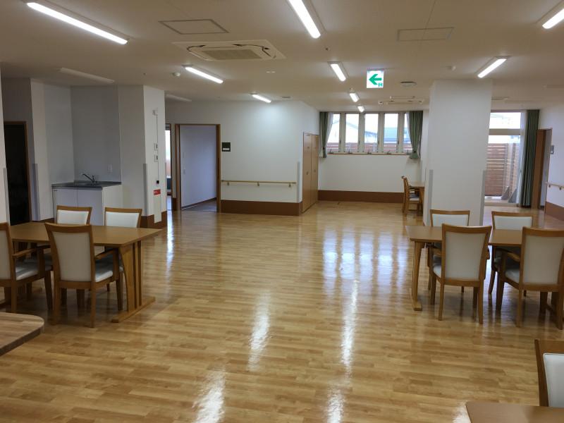 コンフォータブル・プラス 蓮沼(その他高齢者向け住宅)の画像(7)食堂①
