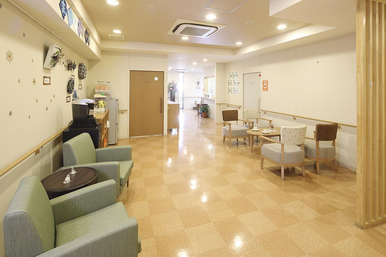 まどか西武柳沢(介護付有料老人ホーム(一般型特定施設入居者生活介護))の画像(4)エントランスラウンジ