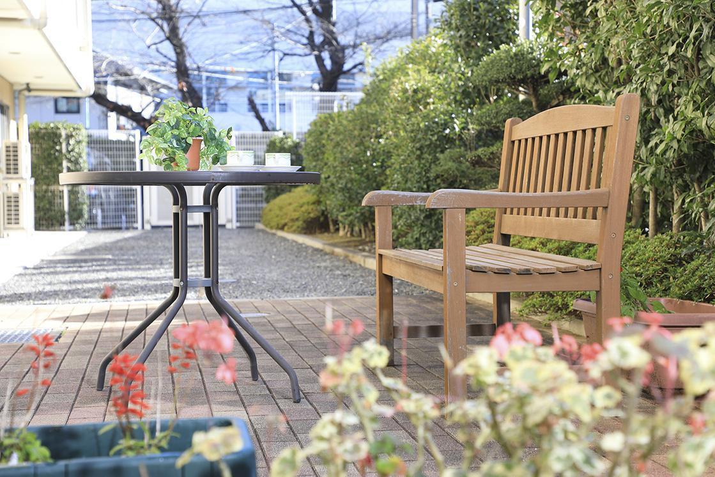 まどか西武柳沢(介護付有料老人ホーム(一般型特定施設入居者生活介護))の画像(8)中庭