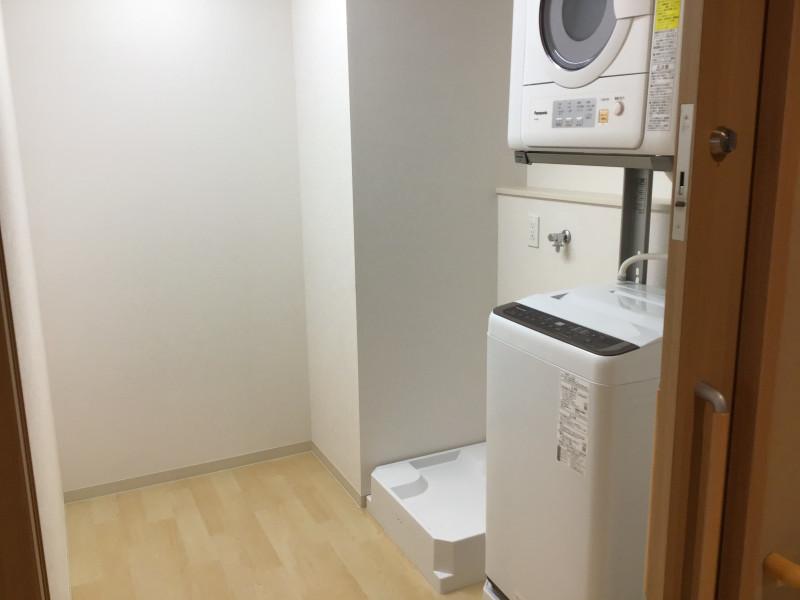 ライブラリ越谷(サービス付き高齢者向け住宅(一般型特定施設入居者生活介護))の画像(24)共有洗濯室