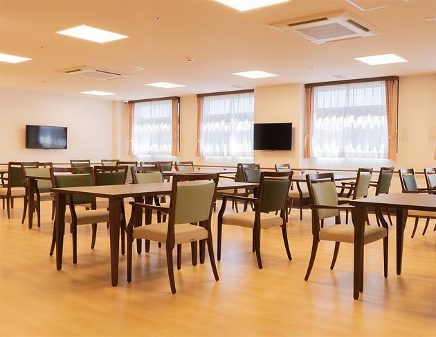 リアンレーヴ入間中央(介護付有料老人ホーム(一般型特定施設入居者生活介護))の画像(6)食堂兼機能訓練室