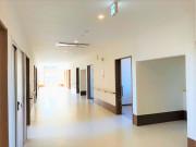 ヴィベル羽生(住宅型有料老人ホーム)の画像(17)広々とした廊下