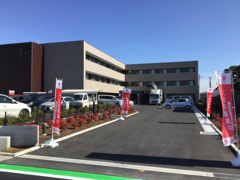ヒューマンサポート北本(介護付有料老人ホーム)の画像(2)ゆとりの駐車場