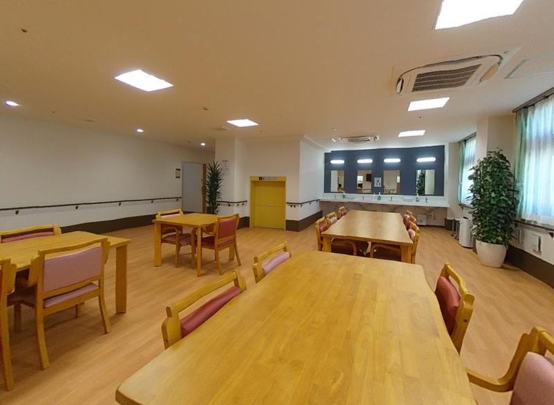 ヒューマンサポート北本(介護付有料老人ホーム)の画像(3)食堂兼機能訓練室
