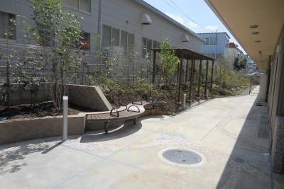 ミモザ厚木藤苑(住宅型有料老人ホーム)の画像(4)外庭
