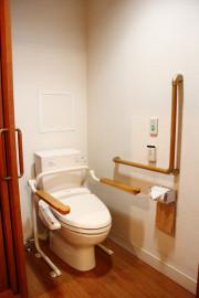 フローレンスケア芦花公園(介護付有料老人ホーム)の画像(14)居室トイレ