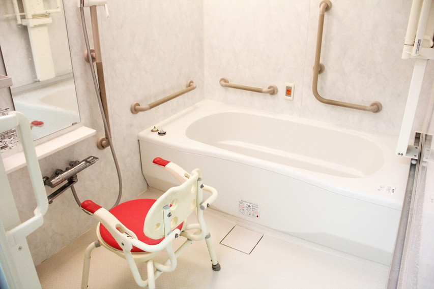 フローレンスケア芦花公園(介護付有料老人ホーム)の画像(16)個浴室