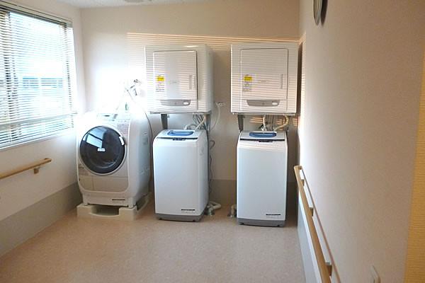 ココファン柏たなか(サービス付き高齢者向け住宅)の画像(2)洗濯室