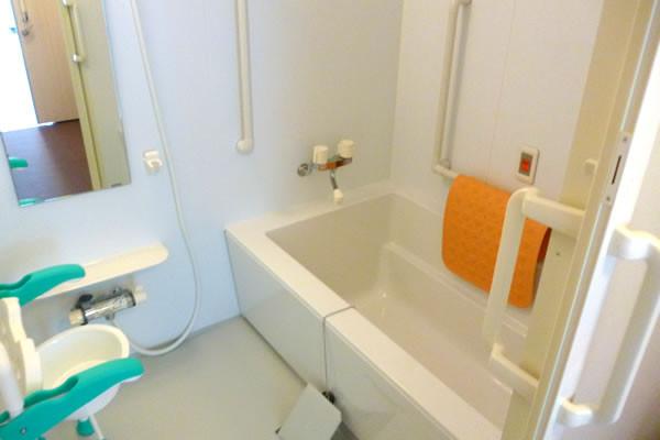 ココファン柏たなか(サービス付き高齢者向け住宅)の画像(4)浴室
