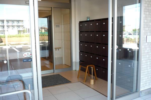 ココファン柏たなか(サービス付き高齢者向け住宅)の画像(6)玄関