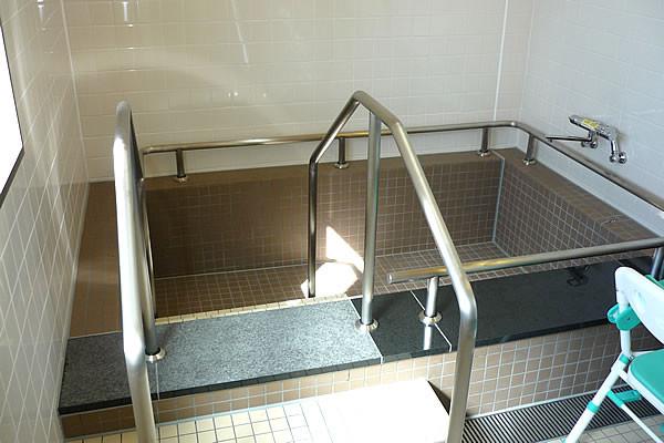 ココファン柏たなか(サービス付き高齢者向け住宅)の画像(9)浴室