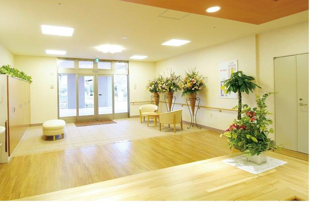 SOMPOケア ラヴィーレ成田(介護付有料老人ホーム)の画像(7)エントランス