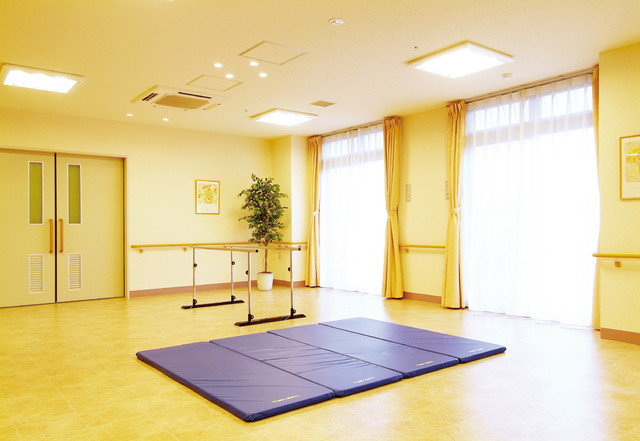 SOMPOケア ラヴィーレ成田(介護付有料老人ホーム)の画像(15)機能訓練コーナー