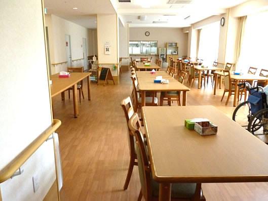 ココファン三郷中央(サービス付き高齢者向け住宅)の画像(3)食堂