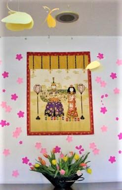 ベストライフ南東京(介護付有料老人ホーム)の画像(3)玄関飾り(雛祭り)