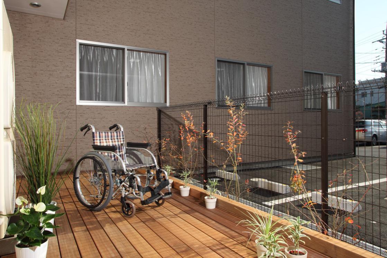 ここち幸手(介護付有料老人ホーム(一般型特定施設入居者生活介護))の画像(8)1F ウッドデッキ