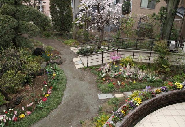蓮田オークプラザ介護館(介護付有料老人ホーム)の画像(7)庭園