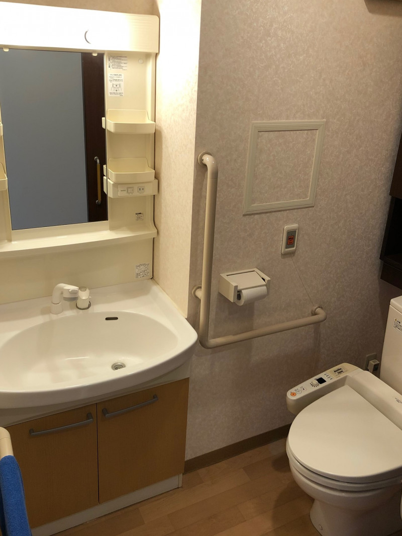 SOMPOケア ラヴィーレ大宮(介護付有料老人ホーム)の画像(16)洗面台、トイレ
