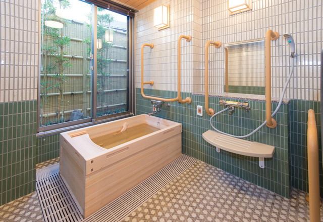 SOMPOケア ラヴィーレ入間(介護付有料老人ホーム)の画像(4)檜風呂