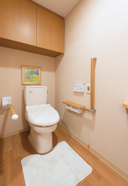 SOMPOケア ラヴィーレ入間(介護付有料老人ホーム)の画像(12)居室トイレ