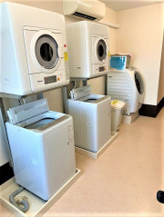 ココファン高坂(介護付有料老人ホーム(一般型特定施設入居者生活介護)/サービス付き高齢者向け住宅)の画像(26)洗濯室