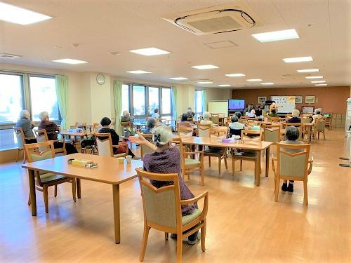 ココファン高坂(介護付有料老人ホーム(一般型特定施設入居者生活介護)/サービス付き高齢者向け住宅)の画像(11)食堂