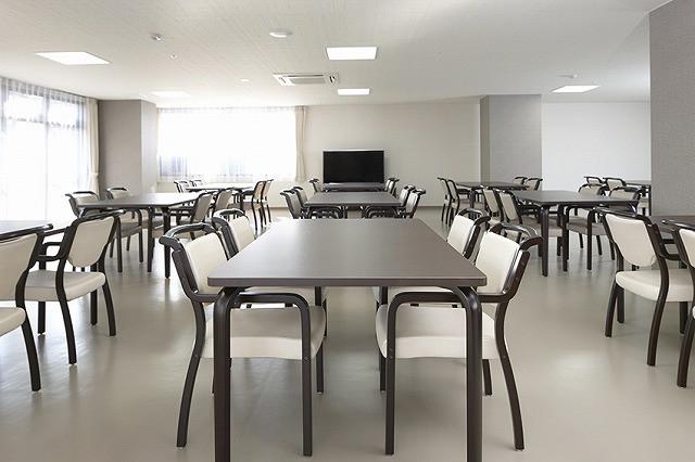 サンライズ・ヴィラ北春日部(介護付有料老人ホーム)の画像(3)広々とした食堂です。