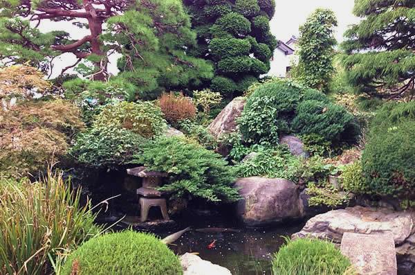 ココファン春日部(サービス付き高齢者向け住宅)の画像(14)庭園①