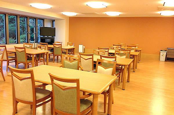 ココファン春日部(サービス付き高齢者向け住宅)の画像(10)食堂②